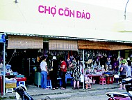 Thế giới quà vặt hấp dẫn trong chợ Côn Đảo