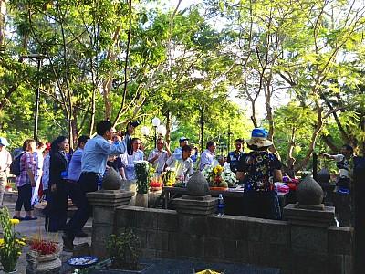 Hành hương Côn Đảo cuối năm về thăm viếng mộ nữ anh hùng Võ Thị Sáu